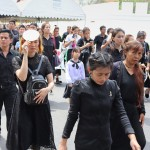 別れの列延々と、タイのプミポン前国王の弔問