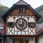 振り子の長さ8㍍、世界最大級のカッコウ時計