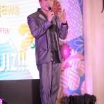 フィリピンで活動する日本人歌手「Aisaku」さんが司会を務めた