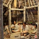 菜畑遺跡 竪穴式住居ジオラマ このジオラマに、なんとなく懐かしさを覚えたりしませんか?