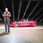 テスラ新型車公開、最高速度は時速400キロ超