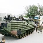 米軍水陸両用強襲車、那覇駐屯地で一般公開