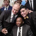 ロシアのプーチン大統領、往年の名選手らと交流