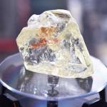 「平和のダイヤ」、709カラットの巨大な原石