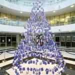 1000冊を使用、本で祝う一風変わったクリスマス