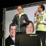 12月13日、台北市内で選挙演説する民進党の游錫●(方2つの下に土)元行政院長