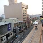 屋上からは台南の目抜き通りが一望できる