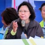 桃園市の趙正宇立法委員候補の応援で演説する民進党総統候補の蔡英文党主席