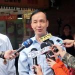 12月14日、教員団体の組織で意見交流会を終えた後、記者会見する国民党の朱立倫総統候補