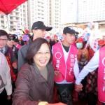 桃園市の趙正宇立法委員候補の応援に駆けつけるる民進党総統候補の蔡英文党主席