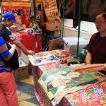 ブルースリーなどのレトロなポスターも販売され、人気