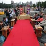 平和茶話会で茶の歴史や茶芸について説明する台湾茶の専門家 (2)