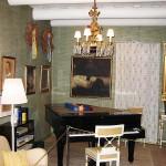 ヤルヴェンパーのシベリウスの邸宅で展示されているシベリウスのピアノ