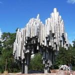 多くの人が訪れるヘルシンキのシベリウス・モニュメント