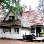 首都ヘルシンキから北東に37kmの距離にある都市ヤルヴェンパーにあるシベリウスが晩年過ごした自邸「アイノラ」