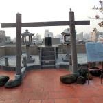 屋上には日本の百貨店と同じく、日本式の神社がある