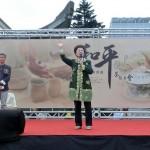 台北市内で行われた平和茶話会で演説する呂秀蓮元副総統(中央)