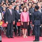 国旗掲揚式では梁振英行政長官夫妻や董建華全国政治協商会議(政協)副主席(左端)が出席した