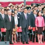 国旗掲揚式では梁振英行政長官夫妻や董建華全国政治協商会議(政協)副主席が出席した