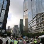 国旗掲揚式のエリア外では警察の厳しい警備が行われていた