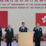 7月1日、香港コンベンションセンターで行われた中国返還18周年の記念式典で乾杯する梁振英行政長官(中央)