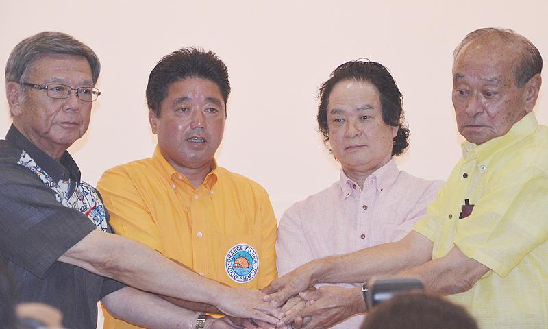 沖縄知事選、討論会で4候補が揃いぶみ