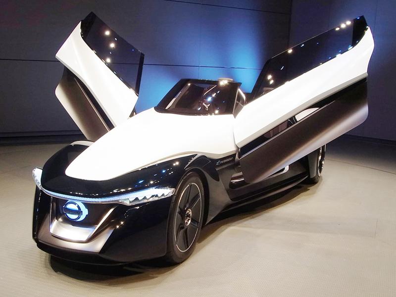 日産自動車が東京モーターショーに出展する電気自動車(EV)のスポーツカー=横浜市の同社本社
