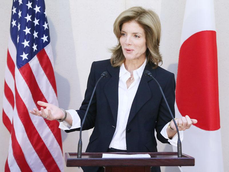 日本に到着し、声明を読み上げるキャロライン・ケネディ新駐日米大使=15日午後、成田空港