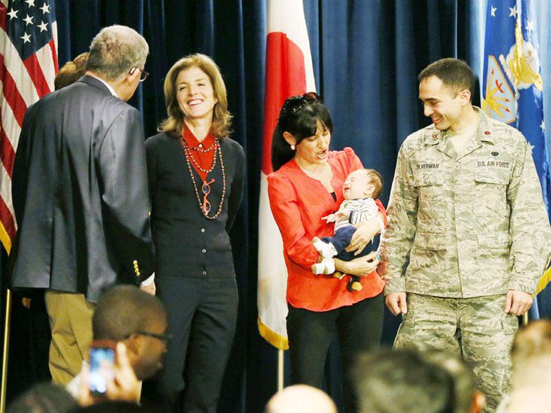 ケネディ新駐日米大使、横田基地を訪問
