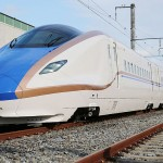 JR東と西、北陸新幹線の新型車両を公開