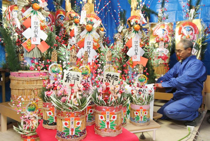 石巻でヨシを使った門松作りが最盛期