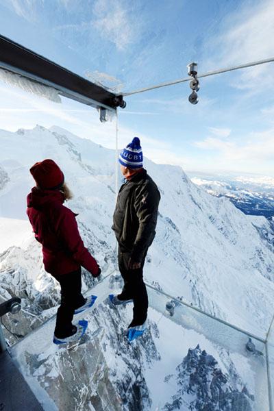 標高3842メートルの展望施設で空中散歩の気分