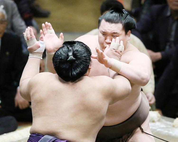 記録喜ぶ白鵬「稽古場通りのいい相撲が取れた」