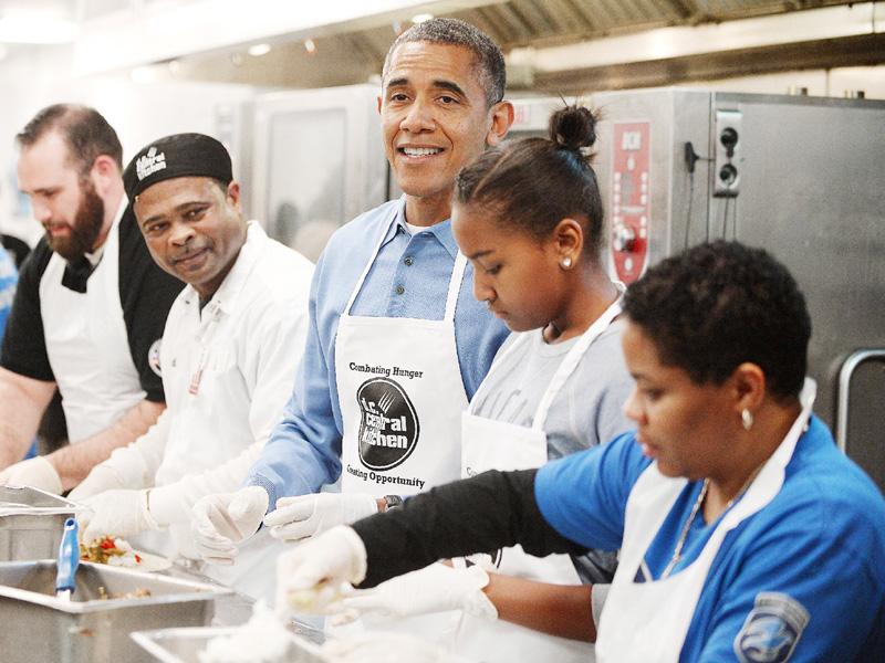 米大統領一家、キング牧師の日にボランティア