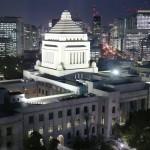 国会議事堂のライトアップに向けて試験点灯