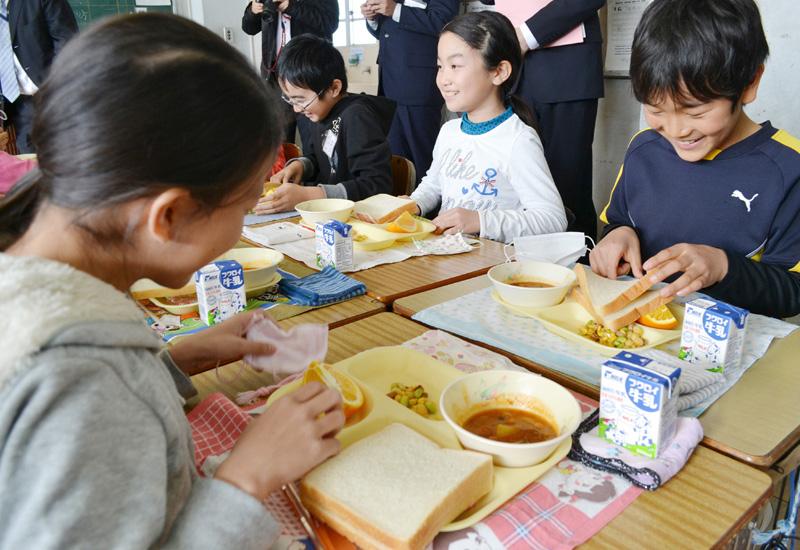 浜松市の小中学校で中止していた給食を再開