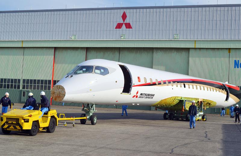 三菱航空機、MRJ1号機の胴体組み立てを完了