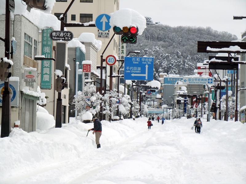 低気圧が北上、関東甲信で記録的な大雪