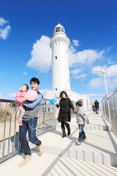 「復興のシンボル」塩屋埼灯台に観光客