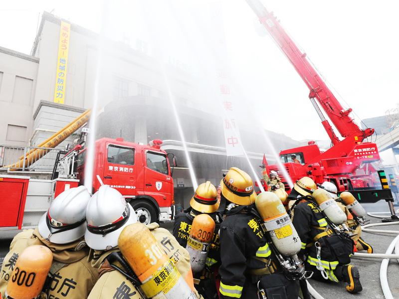 東京消防庁、JR上野駅で放水訓練を実施