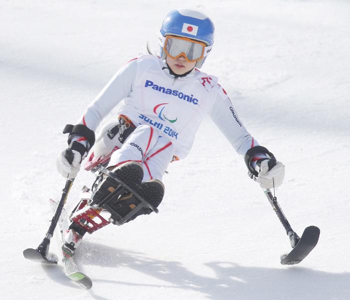 17歳の村岡桃佳選手、父と一緒に自分の滑り