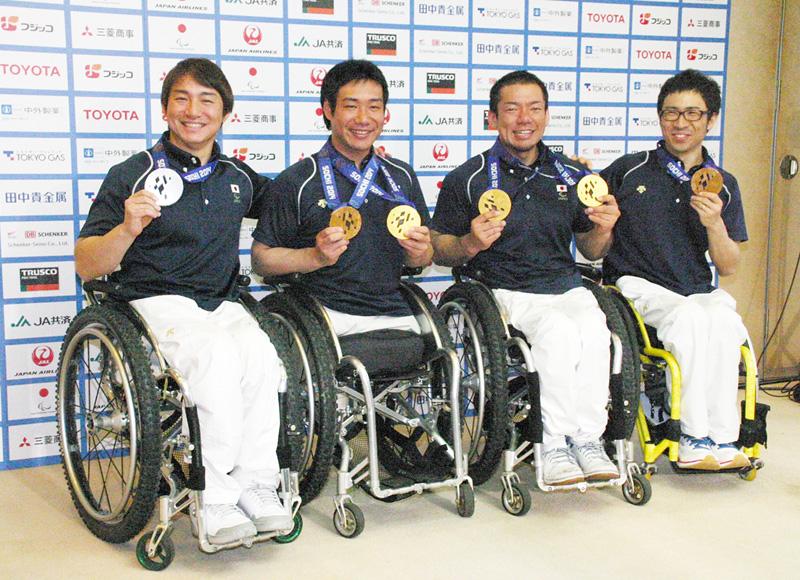 パラリンピック選手団帰国、メダル6個を獲得