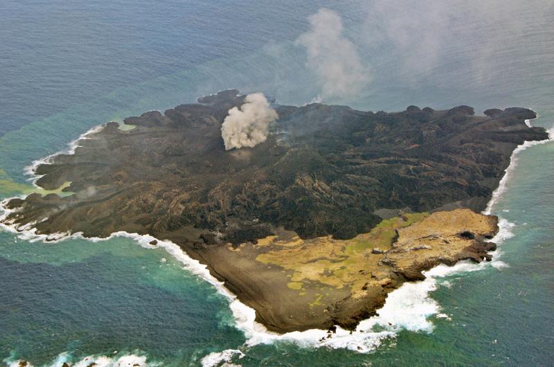 西之島、4・5倍に拡大