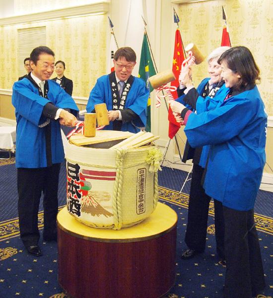 外国公館支援協議会、各国領事らに日本酒を紹介