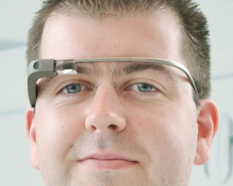 眼鏡型情報端末「グーグル・グラス」限定発売