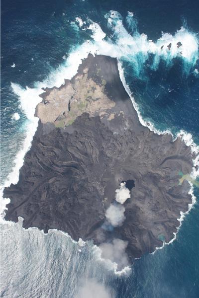 国土地理院、無人航空機で西之島を観測