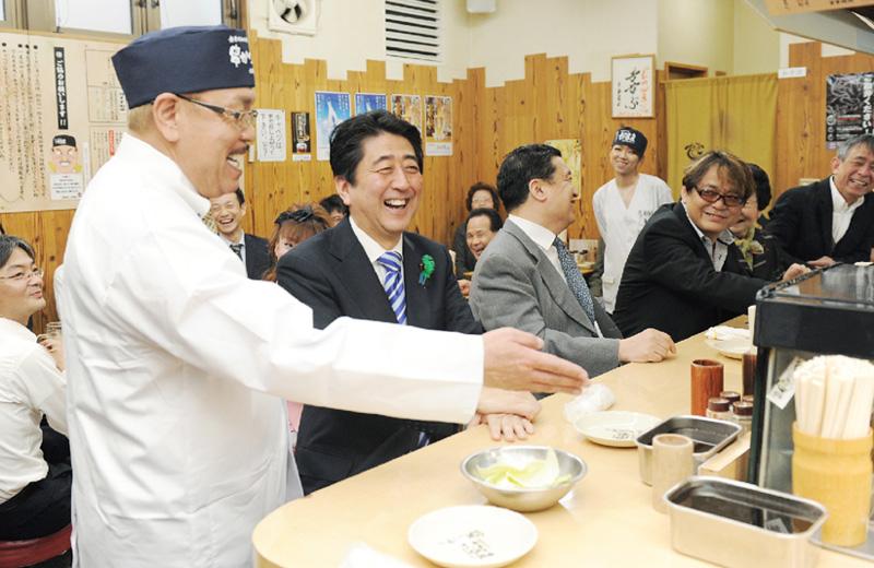 安倍首相が大阪の商店街や中小企業を視察