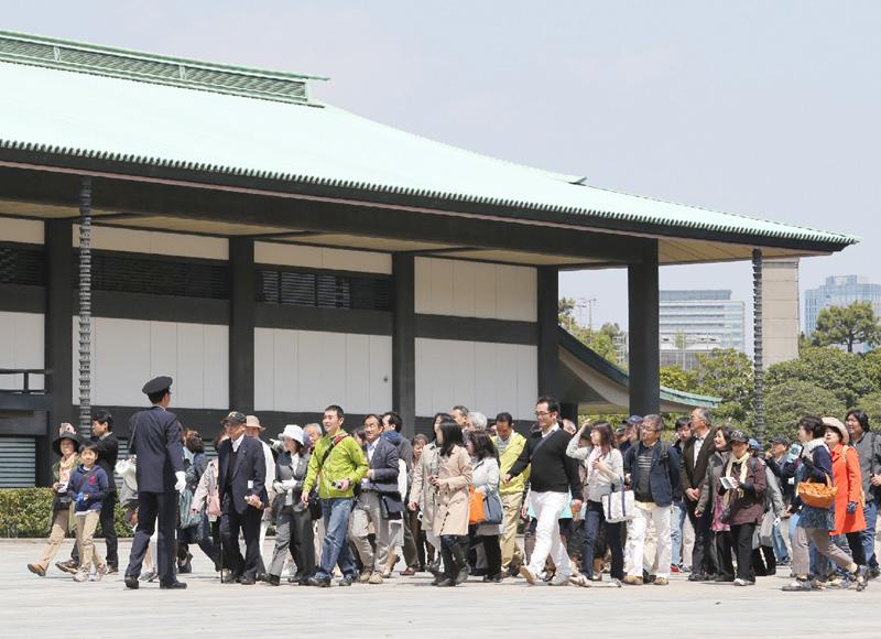 天皇陛下の傘寿記念、皇居一般参観が始まる