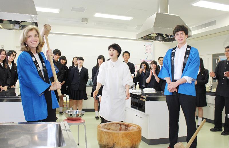 ケネディ駐日米大使、仙台で高校生と交流
