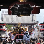 雷門と浅草「三社祭」のみこし